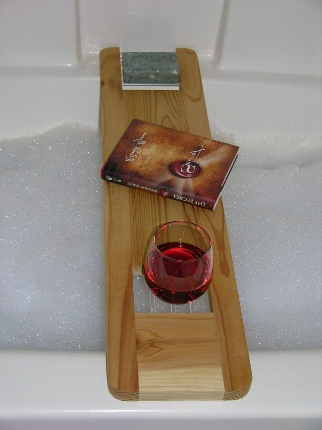 Taking a bath with bath reading tray - Decor Around The World