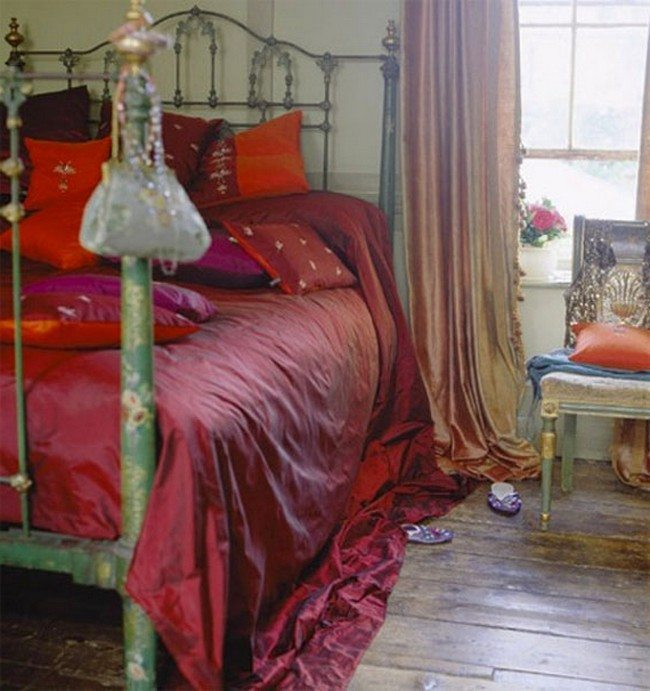 red bedroom style for longely women