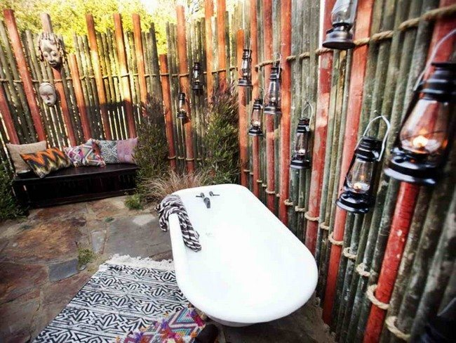 bamboo wall drom different colors and ona bath tube