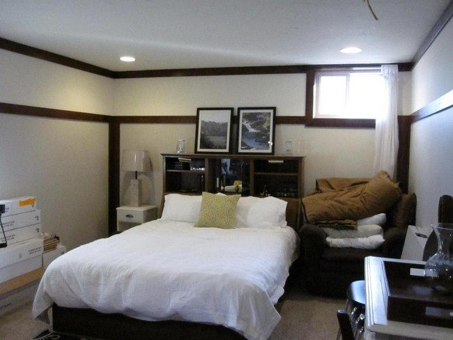 Doible Bed With White Duvet And Wooden Beams On The Wall And The Ceiling