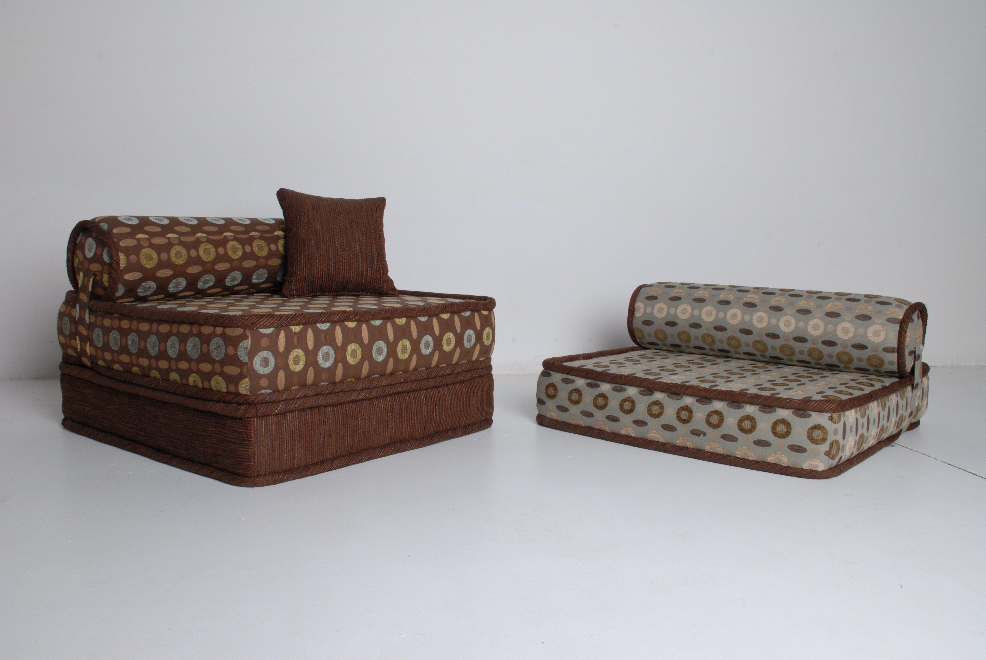 Style Clical Multicoloured Sofa Matres Uder The Head