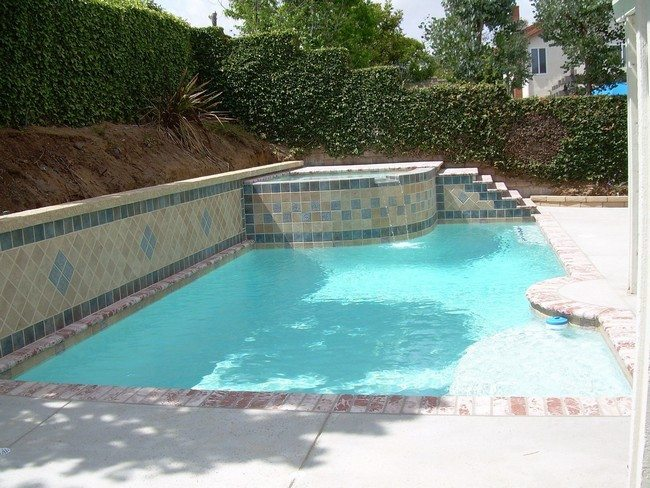 Beautiful-swimming-in-yard-that-is-small