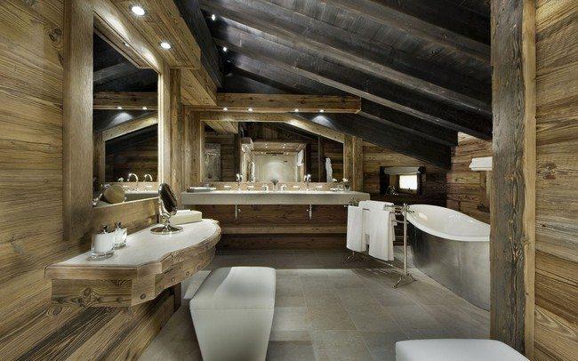 rustic eleganc bathroom with wooden walls