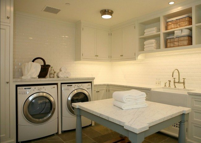 Tile backsplash detail with washing sink