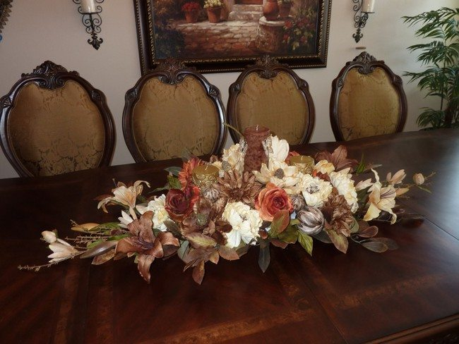 Dining room centerpieces ideas to make your room live for Dinner table flower arrangements