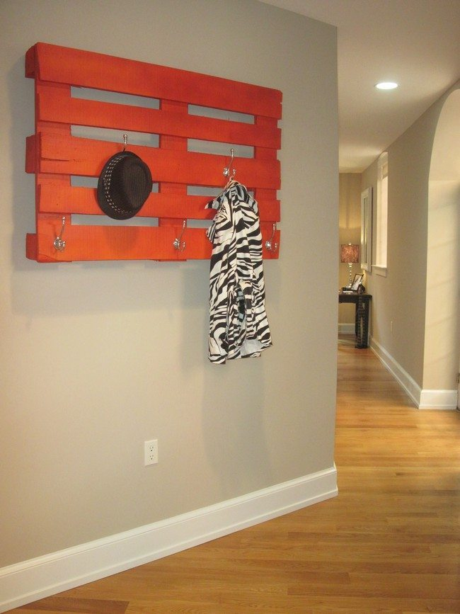 Easy diy tips on building your own coat racks decor for Cool wall hook ideas