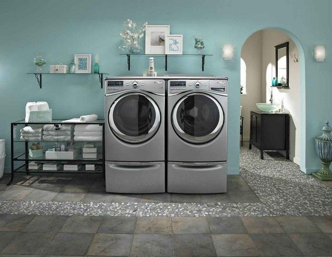 A beautifully-decorated laundry area that minimizes space usage