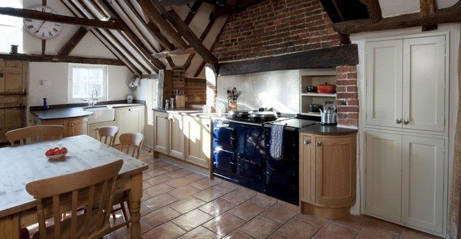 TuIle stone floor in the kitche with rustic interior