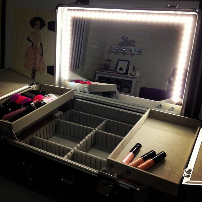 mirrored makeup storage for travvelling