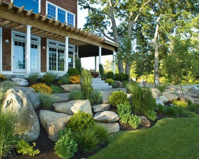 Rock garden inspiration ideas decor around the world for Beach rocks for landscaping
