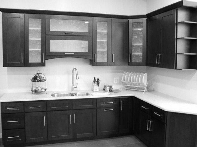 Ways To Achieve The Perfect Black And White Kitchen Decor Around