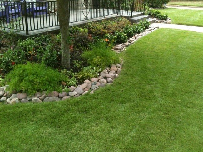 Flowerbed rock border