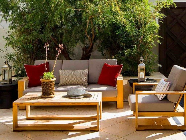 Striped throw pillows - Tips For Making Your Own Outdoor Furniture - Decor Around The World