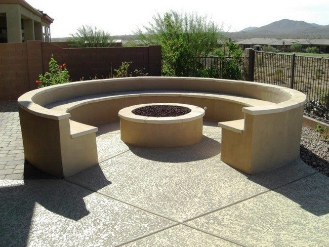Seating wall surrounding fire pit