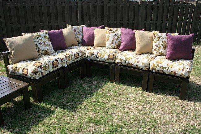 Diy making your own pallet patio furniture decor around the world diy patio furniture sofa solutioingenieria Image collections