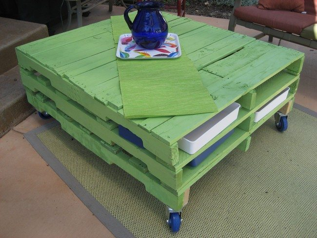 Green-Wood-Pallet-Table