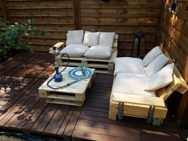 DIY: Making Your Own Pallet Patio Furniture - Decor Around ...