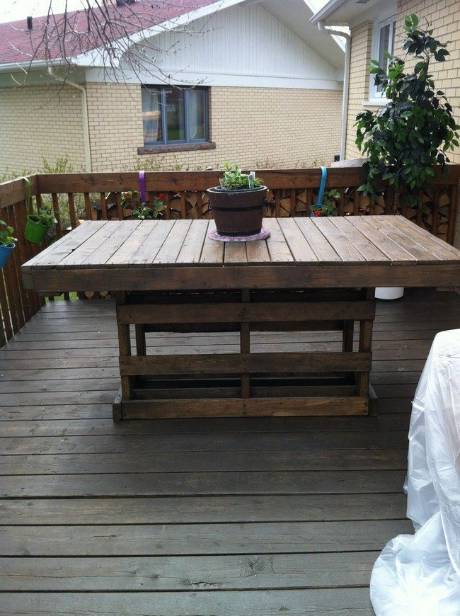 brown-pallet-table