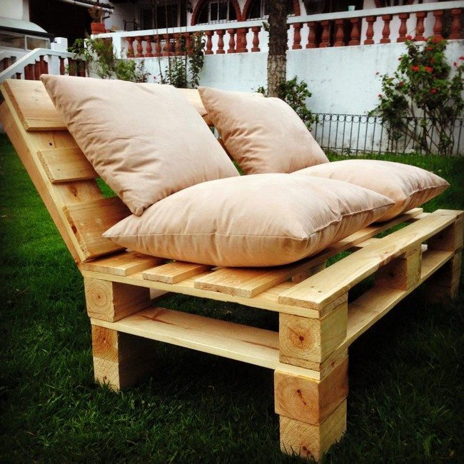 diy making your own pallet patio furniture decor around. Black Bedroom Furniture Sets. Home Design Ideas