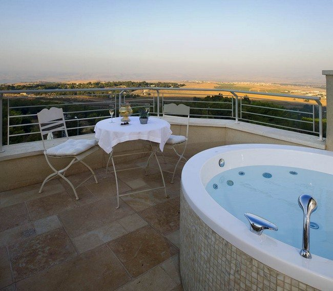 open jacuzzi with table and chairs