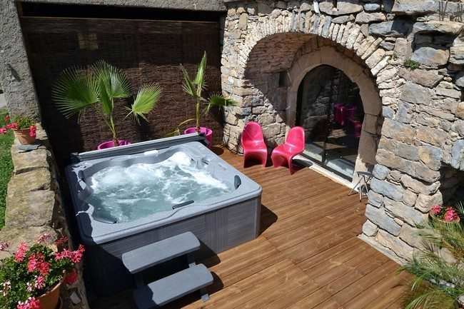 jacuzzi  and the fireplace