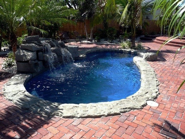 Pool Waterfall Ideas You Can Recreate in Your Backyard - Decor ...