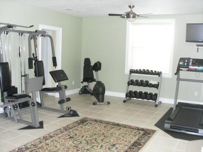 Spice up your home workout sessions through the way you for Home gym room