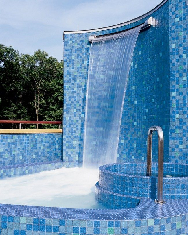 Pool Waterfall Ideas You Can Recreate in Your Backyard - Decor Around The World