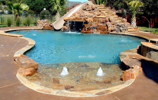 Swimming pool with a wide variety of water features