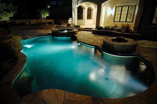 Ingenious pool with twin water features and a fire pit [Design: Bluewater Construction Group]