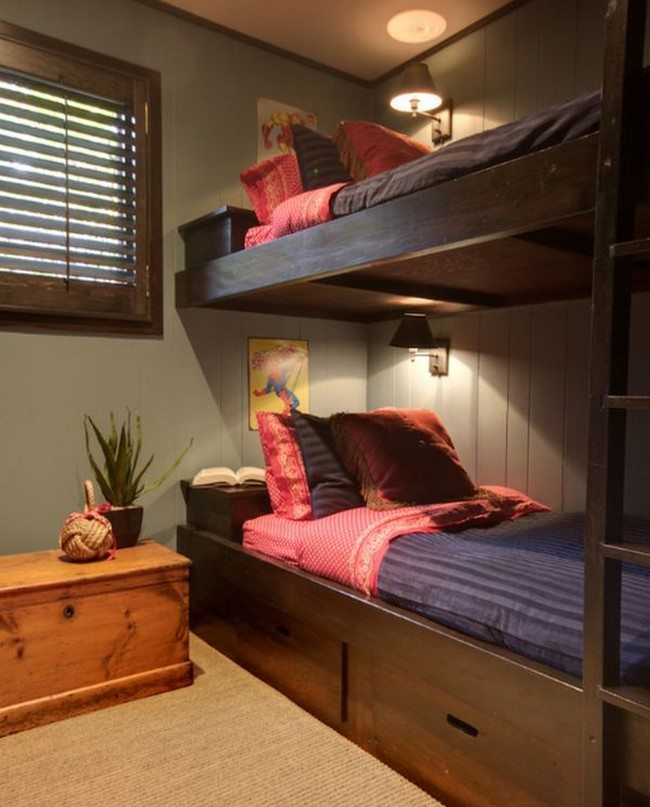 Bunk beds with individual lighting for each bunk area