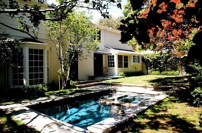 Small pool leaves plenty of space out for hosting a garden party [From: Lisa Borgnes Giramonti]