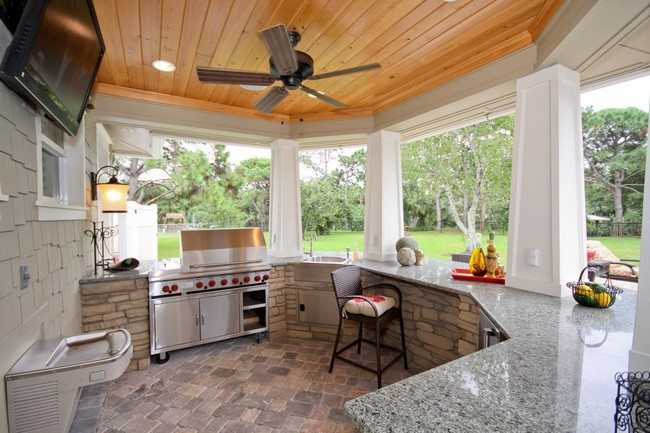 Spacious kitchen on the patio