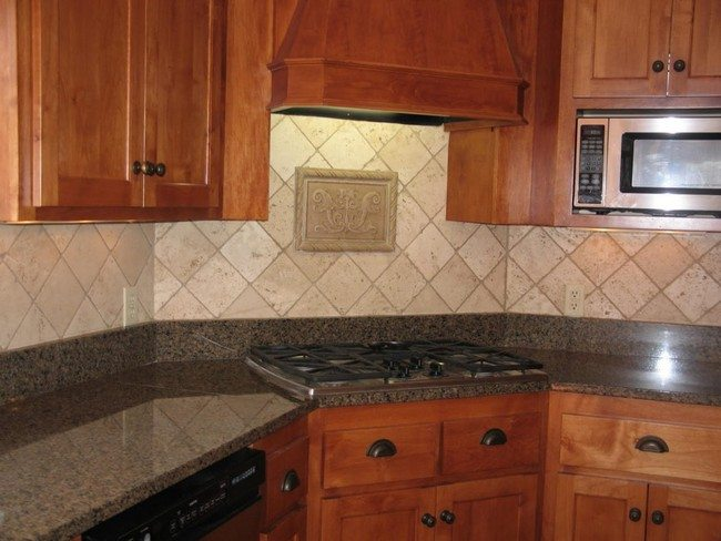 Simple cream stone backsplash