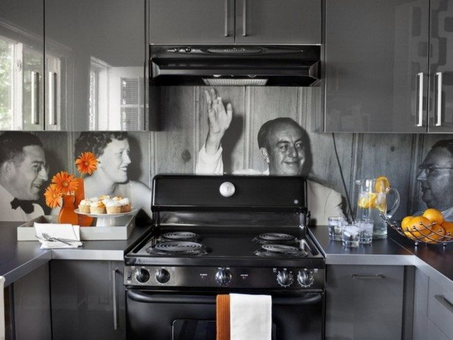 Black and white memo backsplash