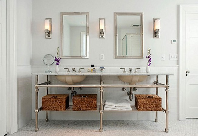 In a rectangular bathroom such as this one, arranging two or three lights in a row helps illuminate the room evenly.