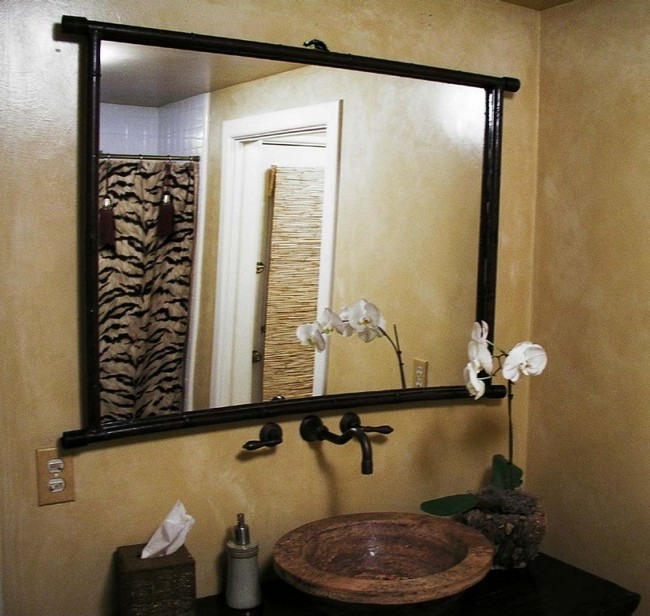 Illuminating lighting that highlights the mirror from all across the bathroom