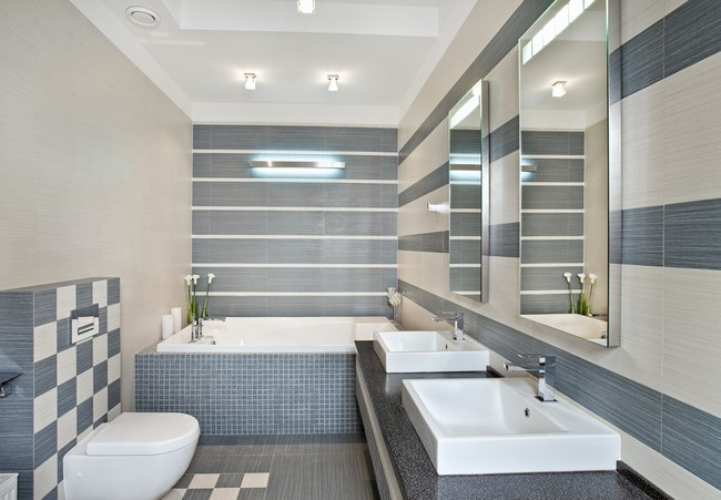 Focused illuminated lighting highlighting main features of the bathroom