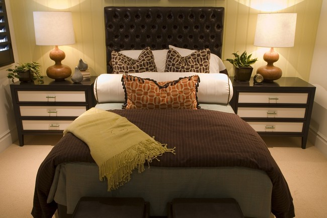 Asian style interior design ideas decor around the world for Brown and cream bedroom ideas