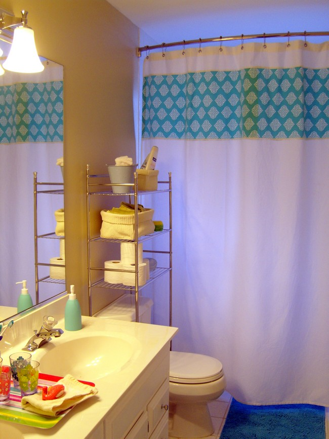 Metal rack for organizing bathroom items