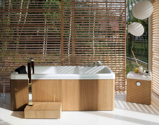 Zen-style standalone bathtub with blinds