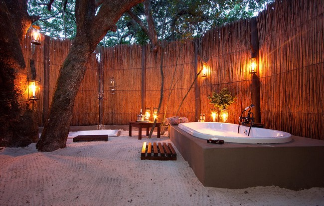 Large bathtub in a large, spacious backyard with cozy lighting