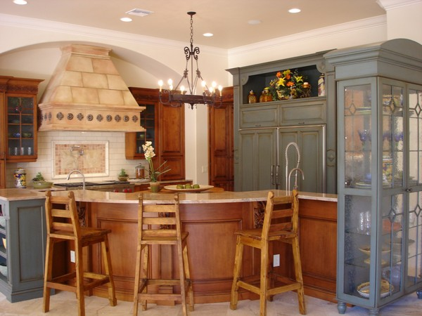 Traditional Spanish-style kitchen bar with wooden bar chairs that make this kitchen appear warm and cozy