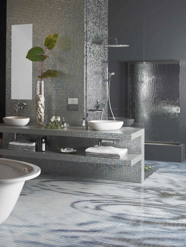 Open shower with intriguing décor