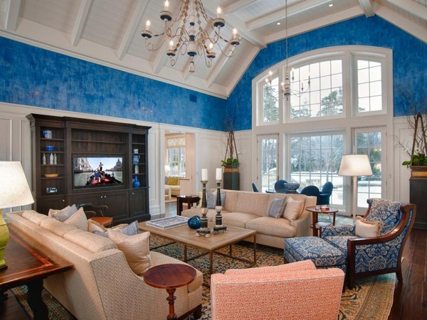 Bold blue wall section and blue décor used sparingly