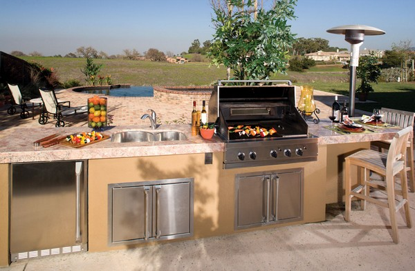 outdoor kitchen creativity: what to do with that extra outdoor space