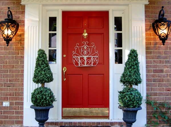 Colourful red door that stands out