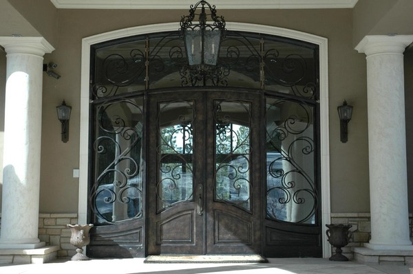 Lighting fixtures used to accessorize front door