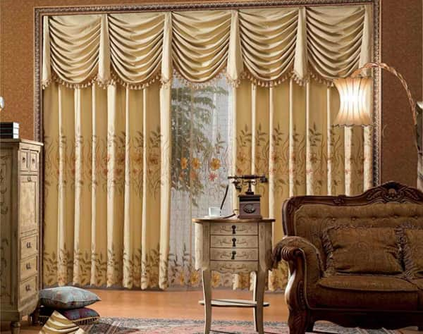 Damask Curtains Or Classic Curtains With Floral Motifs Are Characterized By  Elegant Accessories, Such As Cornices Made Of Brass, Wrought Iron Or Wood,  ...